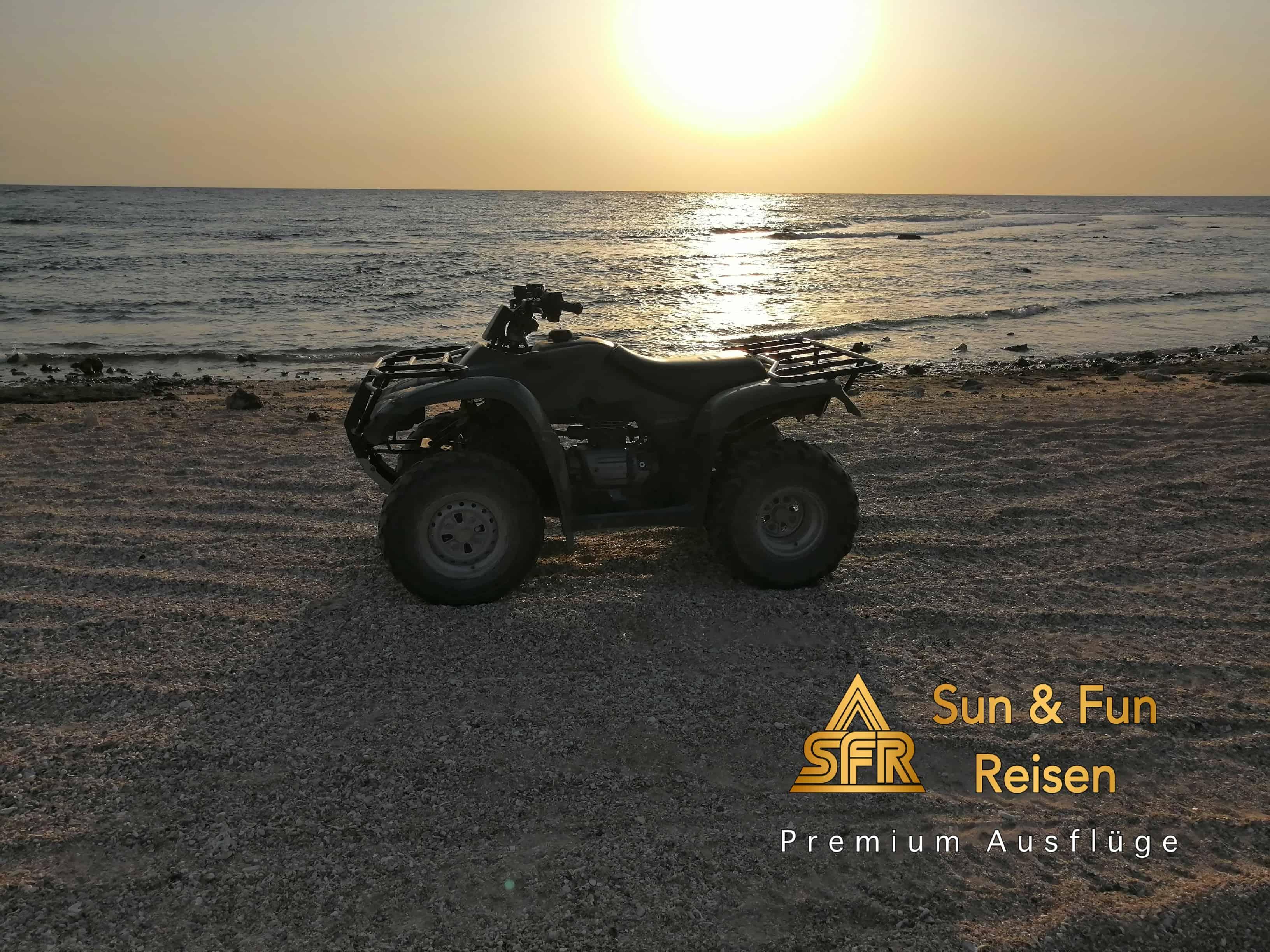 Ab Makadi Bay Quadtour: Berge und Meer  Sonnenaufgang